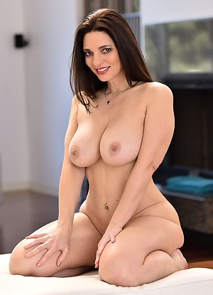 Big Tits on Knees Porn Pictures